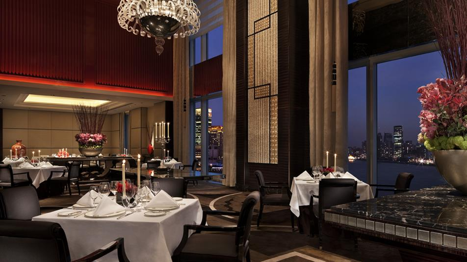 Sir-Ellys-restaurant-Main-Dinng-Room
