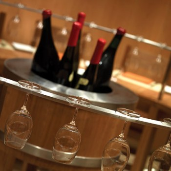 Bottles-of-wine-and-glasses