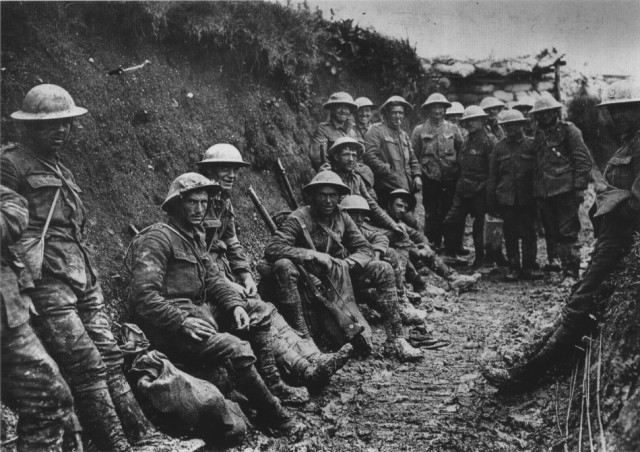 British troops from the Royal Irish Rifles in the Somme trenches queue for their rations (Photo: Wiki)