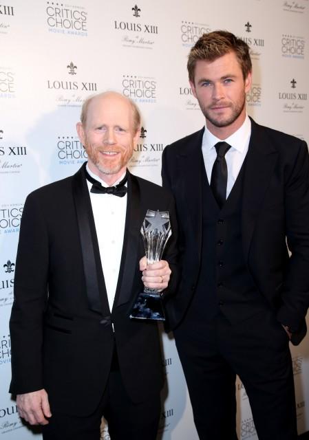 Ron Howard and Chris Hemsworth with LOUIS XIII Genius Award