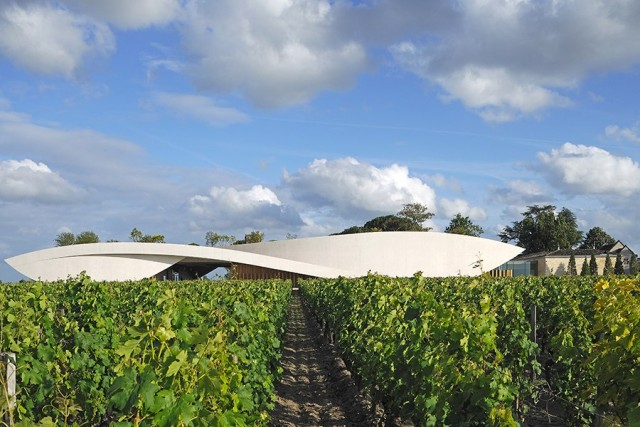 item13.rendition.slideshowHorizontal.best-designed-wineries-14-chateau-cheval-blanc-france