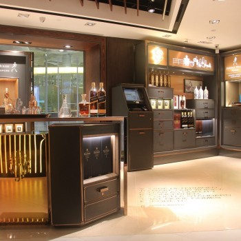 Steaming: Whisky lovers can enjoy a wee dram pre-departure in the steamer trunk inspired outlet
