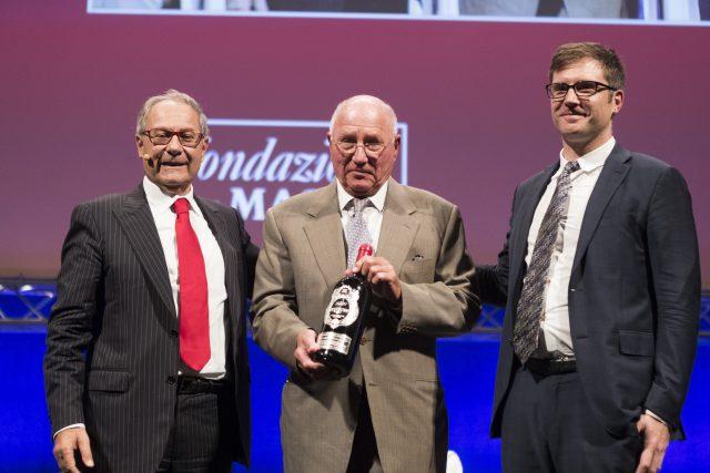 berkmann-receives-award