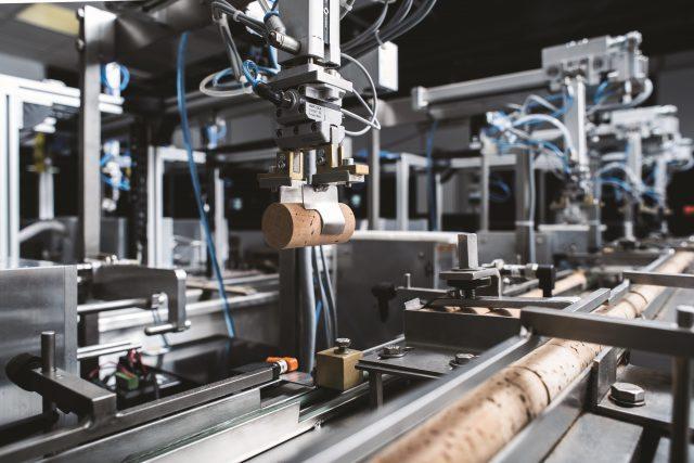 Amorim-NDTech-machine-in-action-2-640x427